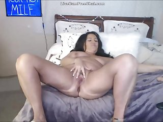 50 Year Old Chunky Mom Anal and Squirting Altogether