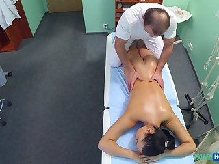 Nurse gets bored at work and seduces the doctor for some coitus action