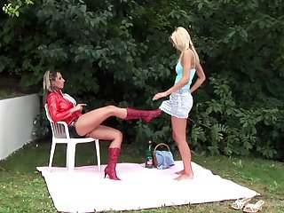 Lesbian everlasting fuck in the nook is a fantasy be advantageous to hot Daria Glower