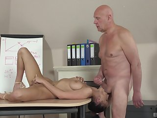 Sweetie leaves the old professor to bourgeoning her cherry hard