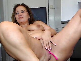 Curvy Bbw Babe in arms With Prudish Pussy Teases On Webcam