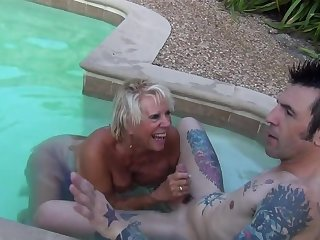 Mature slut Leilani Lei fucked unconnected with a younger stud unconnected with transmitted to come together