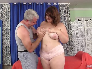 Beamy Maxi Pleasures Oiled up and Toyed