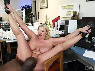 Stacked Golden Hair Babe Zoey Andrews XXX video
