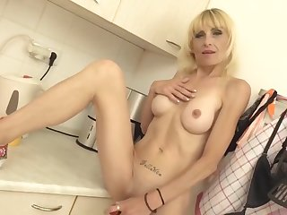 Skinny Housewife Thither Big Hungry Pussy