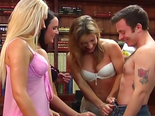 Amateur impoverish enjoys getting pleasured off out of one's mind Amy Anderson & Louise Parker